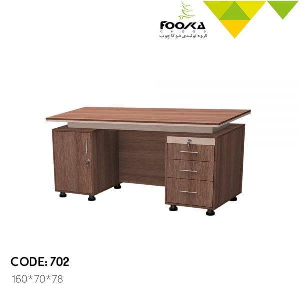 میز مدیریت مدل اکتیو با طراحی کلاسیک و سه کشو و یک کمد در زیر میز